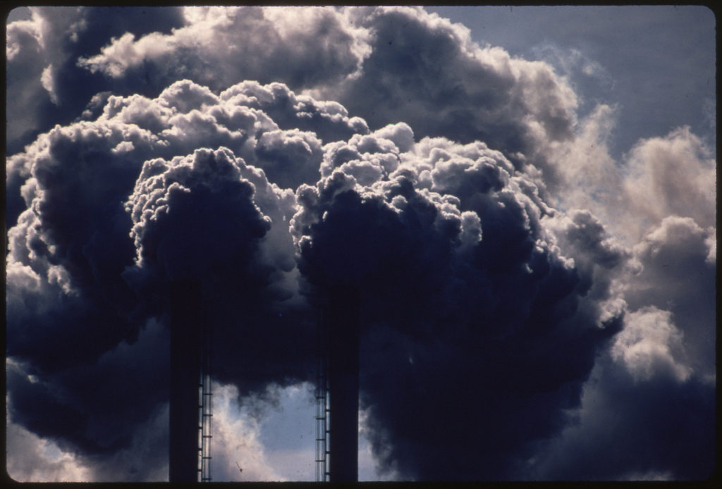 Une effervescence de fumées polluant