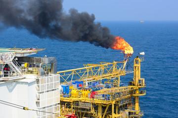 l'incendie de puits de pétrole ou d'autres restes toxiques de guerre, menacent nos vies et nos moyens de subsistance